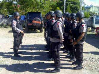 4 sept 13, 1 regu Dpp Bripka Anton + Brig Nasrudin melaks patroli wilkum jayawijaya