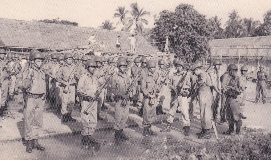 foto ini diambil pada saat peringatan hut Mobrig di tahun 1957, bertempat di Palembang yang pada saat itu disebut SUMBAGSEL , kondisi keamanan sedang rawan diakibatkan oleh gangguan gerombolan PRRI