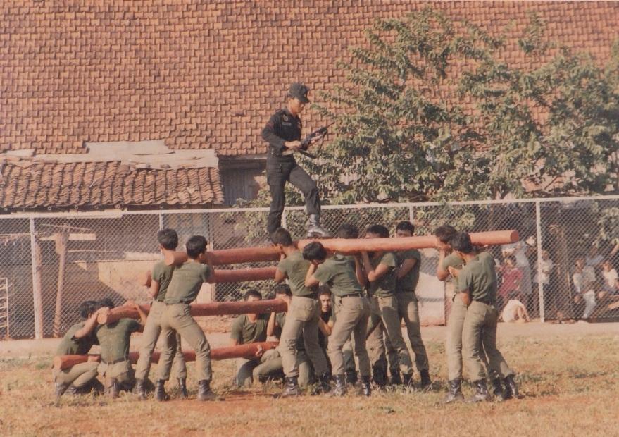 atraksi halang rintang oleh anggota gegana di tahun 1988