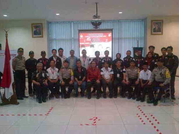 Pelaksanaan pencoblosan TPS Kuching telah berakhir ditandai dgn foto bersama seluruh anggota PPLN, KPPSLN, Tim Pam