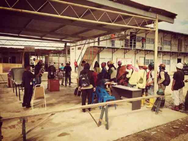 Pengamanan TPS keliling LN XII di tempat para buruh, Telipuk - Kinabalu.(2)